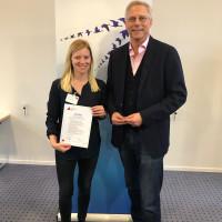 Nach Abschluss aller vier Module erhielt Nicole Bäumler von Klaus Tovar, Leiter der SPD Parteischule, ihr Zertifikat.