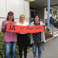 Stellvertretend für die gesamte SPD-Fraktion sagen die Gemeinderätinnen Heike Zaruba, Nicole Bäumler und Christine Strehl (von links)